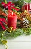 Nieuwjaar en Kerstmisachtergrond met kaarsen verfraaide Kerstboom Royalty-vrije Stock Foto's