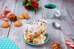 Nieuwjaar en Kerstmisdecor Eigengemaakte Cake met Koffie Stock Afbeeldingen