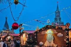 Nieuwjaar en Kerstmisverlichtingsdecoratie op Rood Vierkant dichtbij Th Royalty-vrije Stock Fotografie
