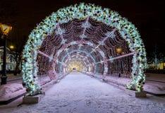 Nieuwjaar en Kerstmisverlichtingsdecoratie van de stad Rusland, Royalty-vrije Stock Foto