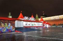 Nieuwjaar het schaatsen piste Rood Vierkant, Moskou, 's nachts Royalty-vrije Stock Foto's
