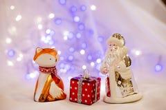 Nieuwjaar met Kerstman en rode vos royalty-vrije stock afbeelding