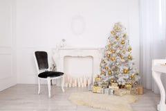 Nieuwjaar` s binnenland in wit Royalty-vrije Stock Fotografie