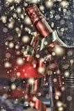 Nieuwjaar` s Vooravond, champagne in een emmer ijs stock foto's