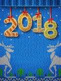 Nieuwjaar 2018 in vorm van peperkoek tegen gebreide achtergrond stock fotografie