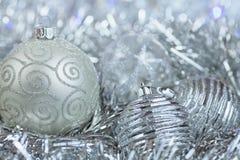 Nieuwjaarbal in klatergoud en lovertjes Stock Foto's