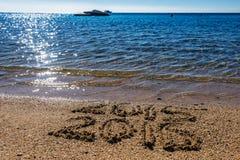 Nieuwjaarconcept op het overzeese strand Royalty-vrije Stock Afbeeldingen