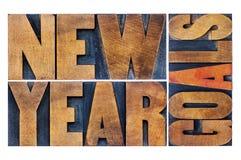 Nieuwjaardoelstellingen in houten type Stock Afbeeldingen