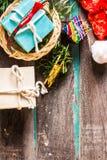 Nieuwjaargift op houten Royalty-vrije Stock Foto's
