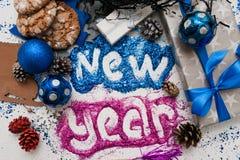 Nieuwjaarinschrijving Decor en giftenachtergrond Royalty-vrije Stock Foto