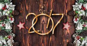 2017 nieuwjaarkader met groene pijnboom, kleurrijke snuisterijen en sterren Stock Foto