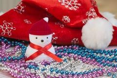 Nieuwjaarsamenstelling met decoratieve sneeuwman Royalty-vrije Stock Afbeelding