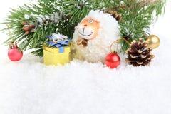 Nieuwjaarsamenstelling met een schaap - een symbool van 2015 op het oosten cal Stock Foto's