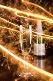 Nieuwjaarskaart met champagneglas en fonkelingen Royalty-vrije Stock Fotografie