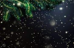 Nieuwjaarskaart met dalende sneeuw over zwarte achtergrond/Vrolijk Stock Fotografie