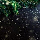 Nieuwjaarskaart met dalende sneeuw over zwarte achtergrond/Vrolijk Stock Afbeeldingen