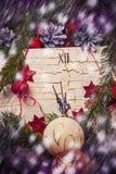 Nieuwjaarskaart met een klok Stock Afbeelding
