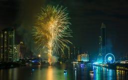 Nieuwjaarvuurwerk in Bangkok, Thailand stock afbeelding