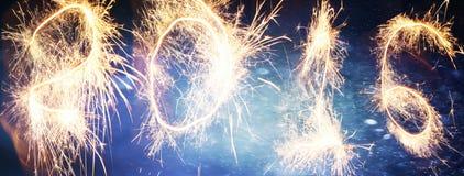 Nieuwjaarvuurwerk en confettien 2016 Royalty-vrije Stock Afbeeldingen