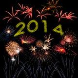 Nieuwjaarvuurwerk op de zwarte hemel Stock Afbeeldingen