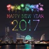 2017 nieuwjaarvuurwerk over jachthavenbaai in Yokohama-Stad, Japan Stock Afbeelding