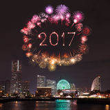 2017 nieuwjaarvuurwerk over jachthavenbaai in Yokohama-Stad, Japan Royalty-vrije Stock Foto