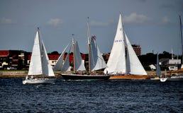 Nieuwpoort, RI: Zeilboten op Narragansett-Baai stock foto's