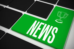 Nieuws op zwart toetsenbord met groene sleutel Stock Fotografie
