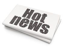 Nieuwsconcept: Heet Nieuws op Lege Krantenachtergrond Stock Afbeeldingen