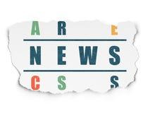 Nieuwsconcept: woordnieuws in het oplossen van Kruiswoordraadsel Royalty-vrije Stock Afbeeldingen