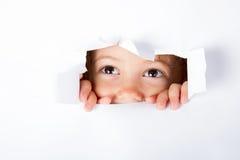 Nieuwsgierig weinig kind Stock Foto