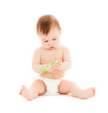 Nieuwsgierige baby het borstelen tanden Stock Afbeeldingen