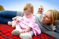 Nieuwsgierige babyspelen Royalty-vrije Stock Foto