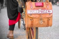 Nieuwsgierige fietsnummerplaat Halloween Stock Foto