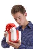 Nieuwsgierige mens met gift Stock Afbeelding