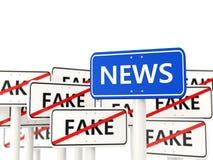Nieuwsverkeersteken tegengesteld aan valse tekens Royalty-vrije Stock Fotografie