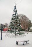 Nieve, árbol, Año Nuevo en Pomorie, Bulgaria Imagen de archivo libre de regalías
