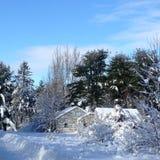 Nieve blanca de la casa Imagen de archivo libre de regalías