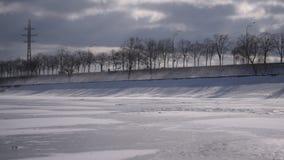 Nieve de deriva durante el tiempo cubierto almacen de metraje de vídeo