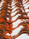 Nieve de fusión en un tejado Fotografía de archivo libre de regalías