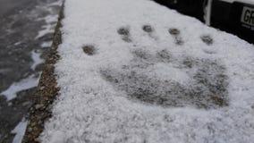 Nieve de la impresión de la mano Fotos de archivo libres de regalías