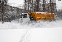 Nieve de la limpieza del quitanieves Imagen de archivo