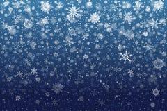 Nieve de la Navidad Copos de nieve que caen en fondo azul profundo nieve imágenes de archivo libres de regalías