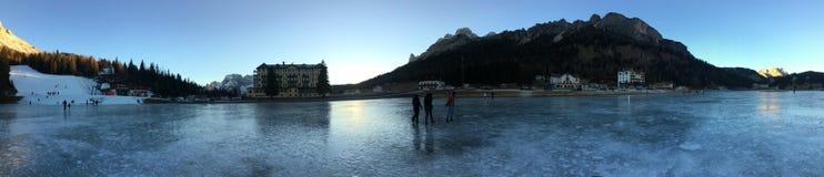 Nieve de la puesta del sol del misurina del lago italy fotografía de archivo