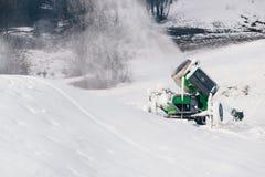 Nieve de trabajo que hace la máquina fotografía de archivo