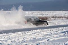 Nieve del espray de la deriva del coche Imagenes de archivo