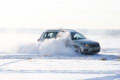 Nieve del espray de la deriva del coche Imagen de archivo