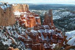 Nieve del invierno de la barranca de Bryce y punto del sol Imagenes de archivo
