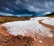 Nieve del verano en el volcán de Krafla Imagen de archivo