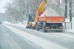 Nieve en el camino Fotos de archivo libres de regalías